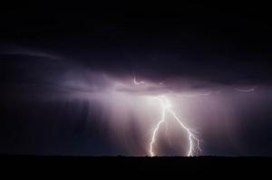 Donner und Blitz, da kracht's gewaltig