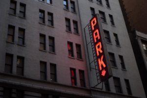 Licht-Werbung – Licht lockt Leute