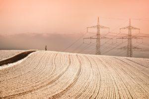 Schneelast auf der Stromleitung